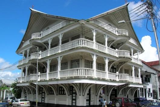 -Koloniaal gebouw