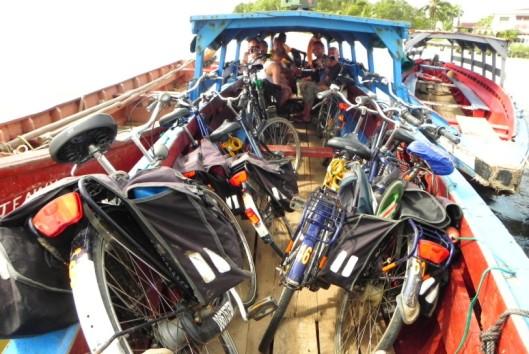 -Natuur en Avontuur - met de tentboot en fiets de Surinamerivier over