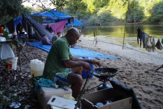 -Sipaliwini - hangmattencamp aan de rivier