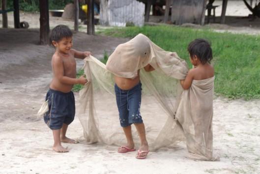 -Sipaliwini - spelende kinderen