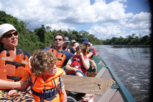 korjaal op de Tapanahony rivier Palumeu