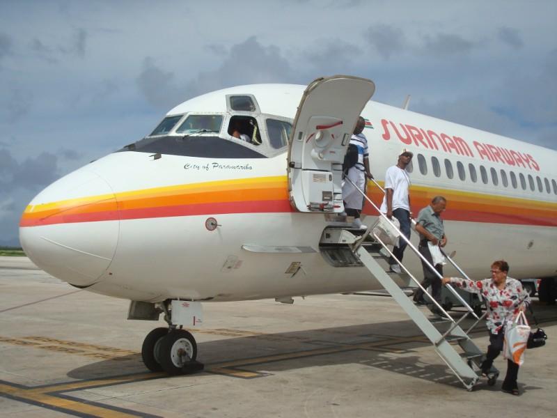 surinam airways vliegtuig