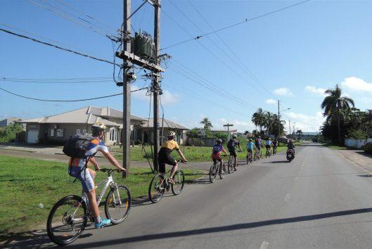 tours fietsen in suriname