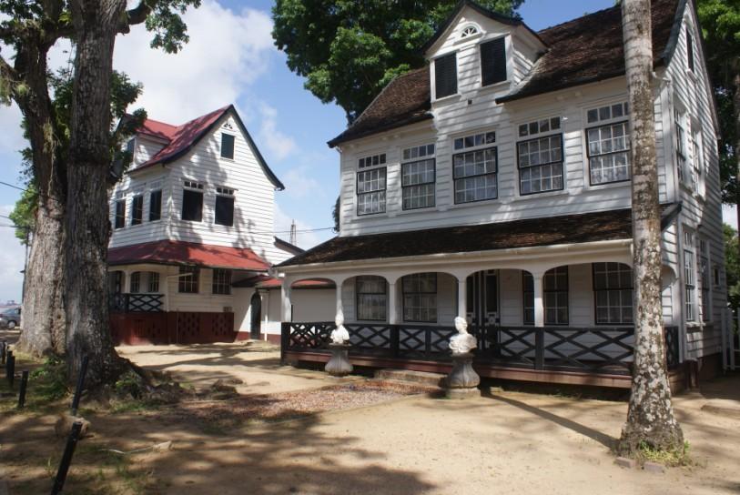 paramaribo koloniaal gebouw