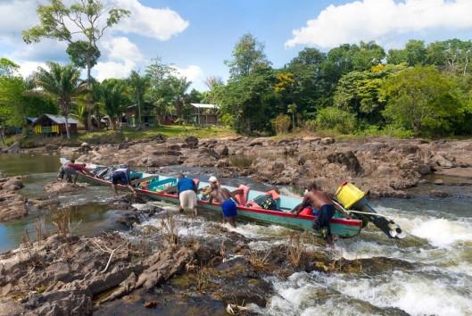 korjaal boven suriname rivier