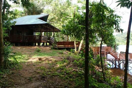 afobaka resort lodge