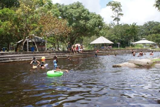 colakreek zwembad suriname