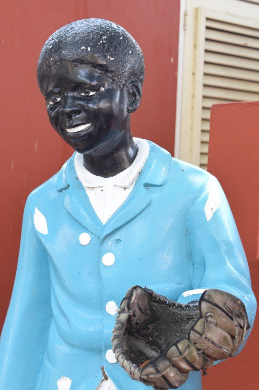 standbeeld in Kura Hulanda