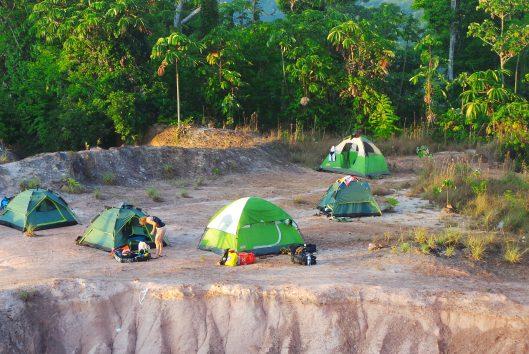 Goldrush Suriname Overnachting Tentenkamp
