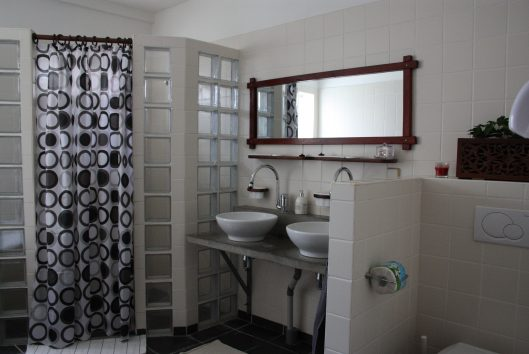 bungalow en guesthouse rust in suriname