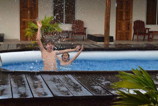 sutopia zwemmen regen