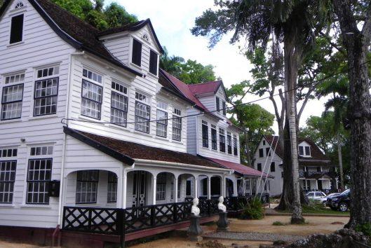 Paramaribo gouveneurswoningen