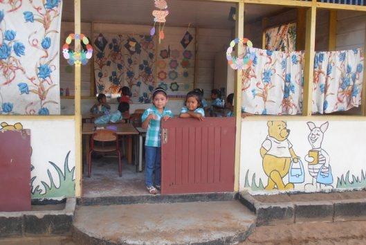 kinderen op school bij Palumeu