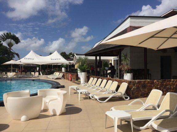 zwembad hotel Torarica