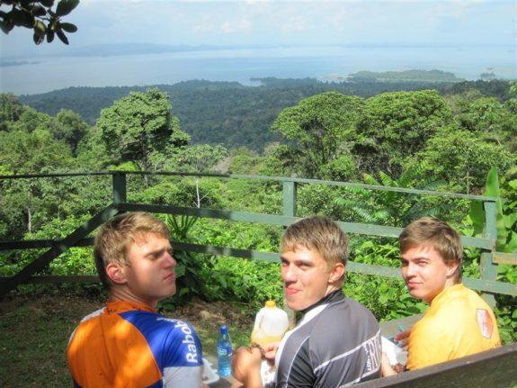MTB fietstochten natuurpark Brownsberg Suriname