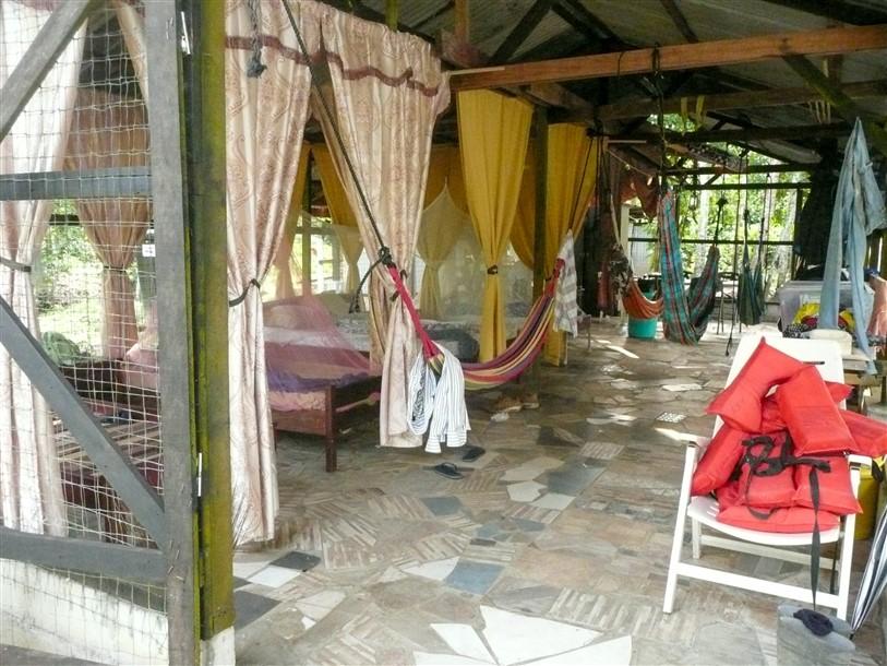 Suriname logeerkampje maratakka rivier